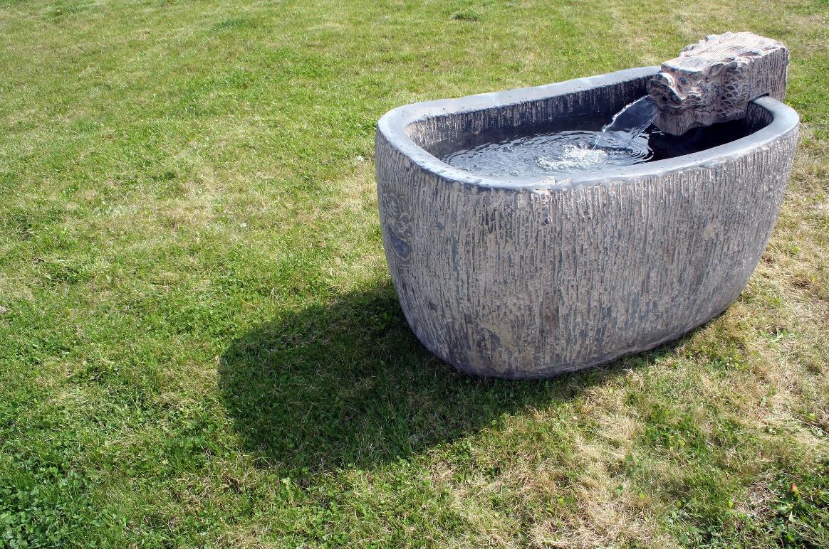 Fontána z umělého kamene s velkou nádrží 98 x 62 x 54 cm 11690 Kč Foto: La Casa Nova