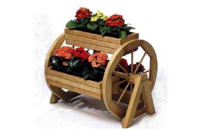 Dřevěný květináč s koly a 3 truhlíky