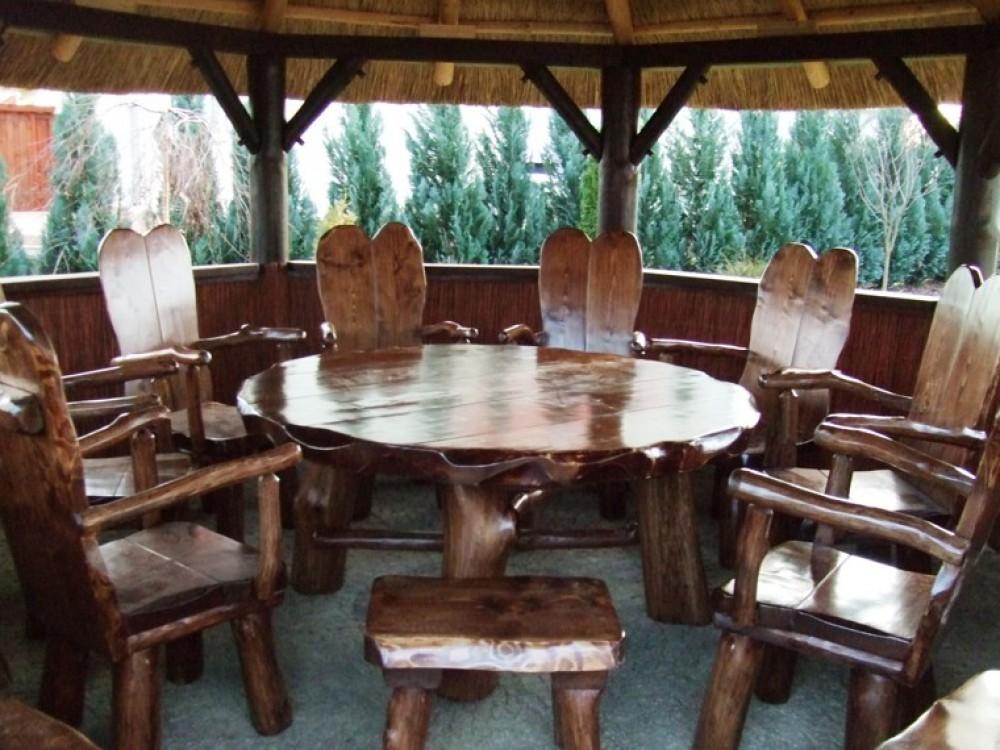 Masivní nábytek
