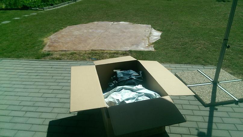 Vybalení bazénu z krabice