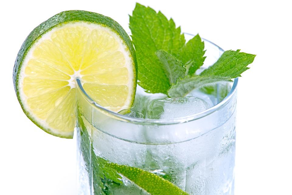 Mátový nápoj